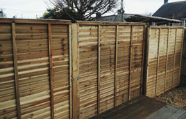 Replacing fence panels