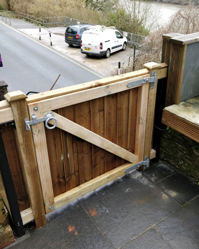 Looe gate built