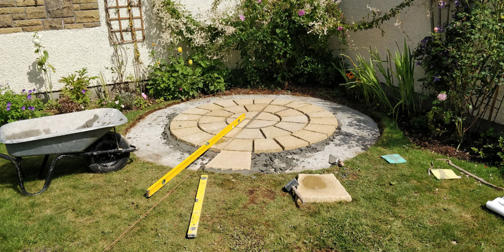 Laying a round patio