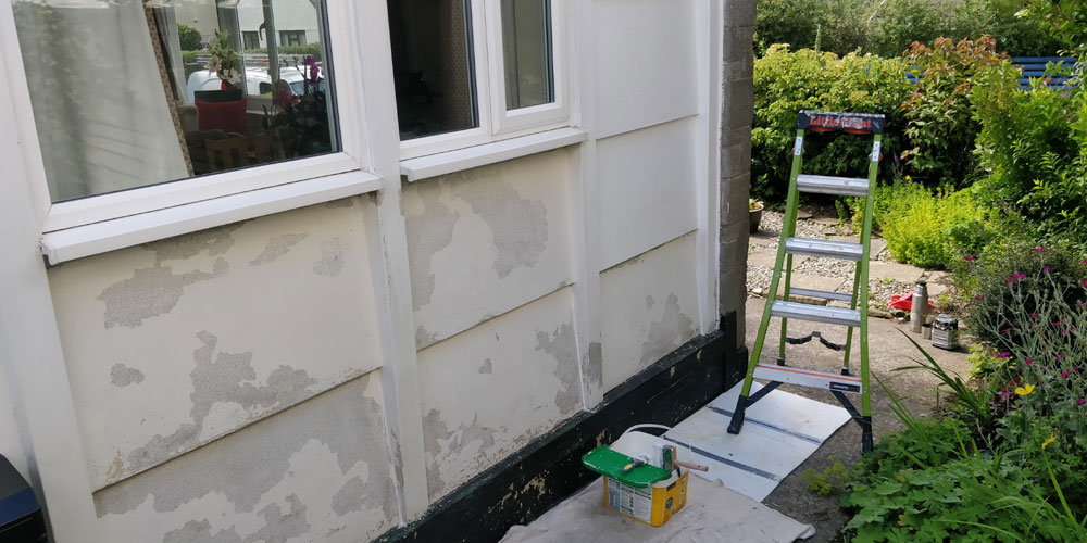 Painting a bungalow